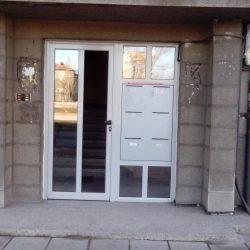 Vhodna vrata na jilishten blok
